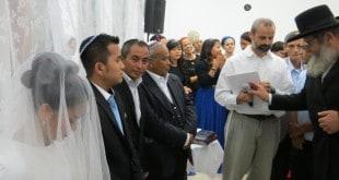 הרב דדי תורג'מן (בלבן) בחופת הזוג בעכו