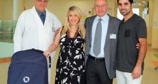 """מזל טוב. שני ורונן אלון יחד עם ד""""ר ברהום ופרופ' בורנשטיין צילום: צחי יצחייק-אומן הצילום"""