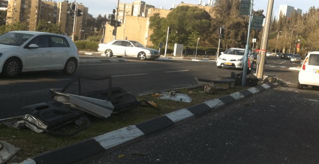 שרידי הרכב במקום התאונה. צילום: יצחק סולומון