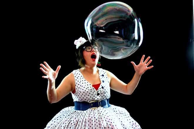 המופע של גברת שפריץ קרדיט צילום- באבלינג- בועות תיאטרון ומה שבינהם