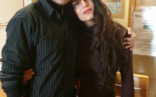 חיבוק אמנותי. אליעד שרוני ומירי מסיקה (צילום: פרטי)