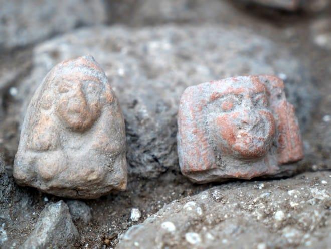 פסלוני נשים מתקופת הברונזה המאוחרת. צילום: ערן גילוארג, באדיבות רשות העתיקות