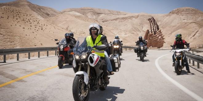 עצמאי בשטח. איתן מגן מוביל טיול אופנועים בארץ. צילום: פרטי