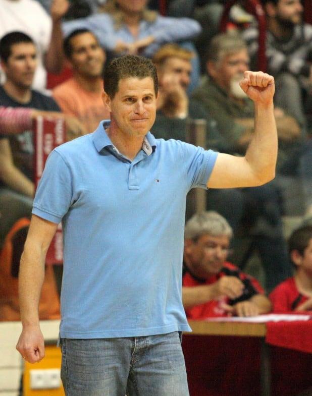 גביע רביעי רצוף. המאמן נועם כץ  (צילומים: אדריאן הרבשטיין)