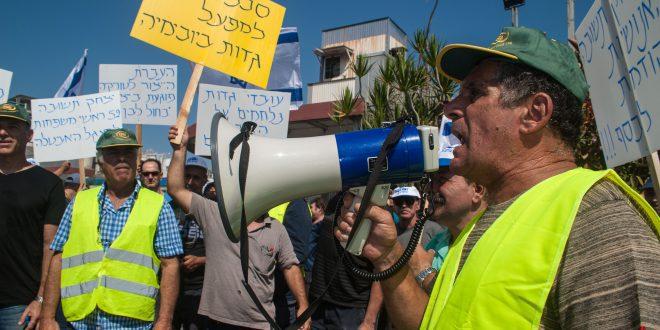 הפגנה נגד פיטורי עובדים במפעל גדות ביוכימיה (צילום: דורון גולן)