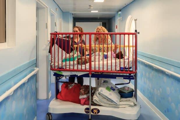 מחלקת ילדים במרכז הרפואי לגליל (צילום: אמיר ירחי)