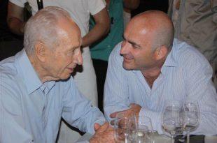 משה דוידוביץ ושמעון פרס (צילום פרטי)
