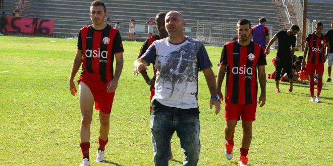 מומו ניסטל והשחקנים יורדים מאוכזבים בסיום צילום: שלומי גבאי