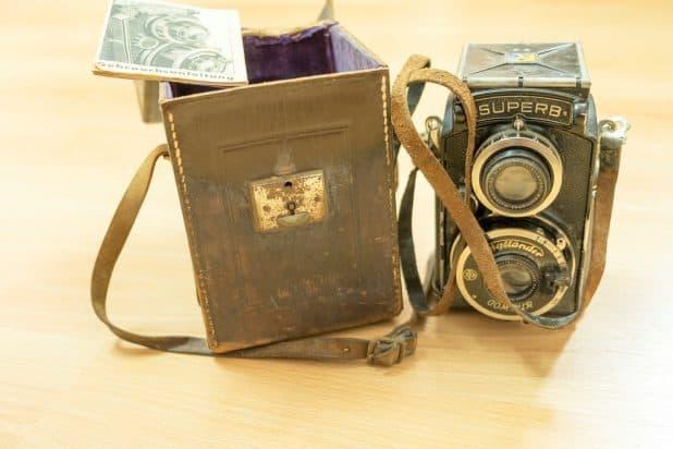 מצלמה וספרון הפעלה שנרכשה על ידי פרנץ שטרן בברלין בשנת 1935