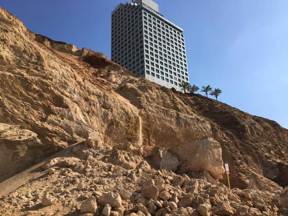 מפולת המצוק כרמל (צילום: נתי ריגלר)