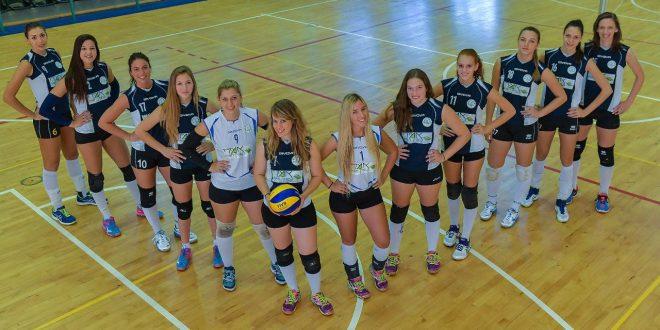 קבוצת הכדורעף של בנות מנשה/חדרה/עמק חפר (צילום: אתר איגוד הכדורעף)