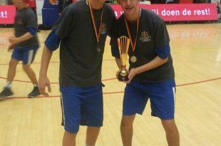 עם הגביע בבלגיה (צילום עצמי)