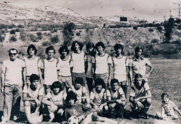 """דני רוט ז""""ל (כורע שלישי משמאל) במדי נערי הפועל נצרת עילית"""