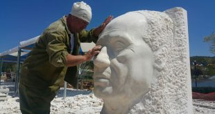 הפסל ולריאן ג'יקיה מגיאורגיה, יוצר הפסל (צילום: סטודיו A)