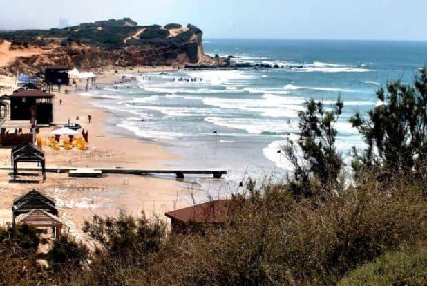 רצועת החוף של אולגה. השנה יהיה איפה לקנות ארטיק צילום: שלומי גבאי
