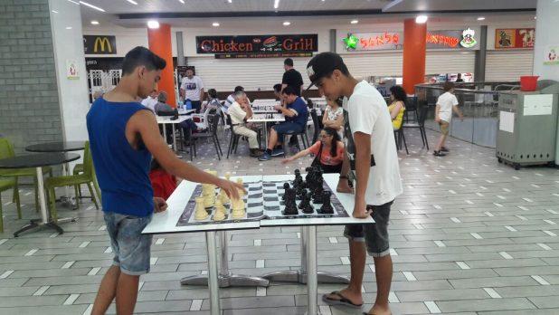 """כל שבת שחמט בקניון הסינמול (צילום: יח""""צ)"""