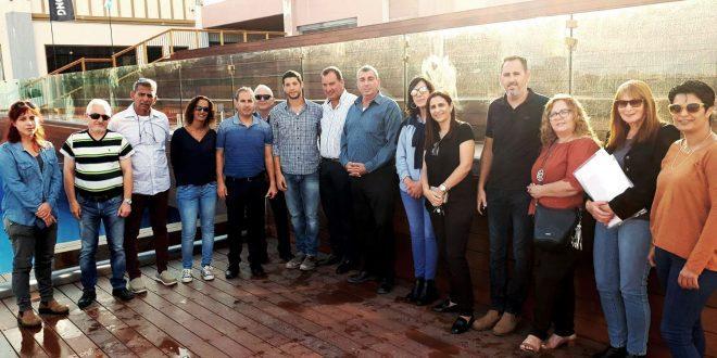 הצוות המקצועי עם היזם צילום דוברות עיריית חדרה