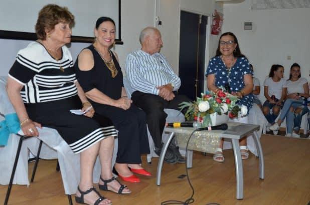 פרלה כהן ומספרי הסיפורים (צילום דוברות העירייה)