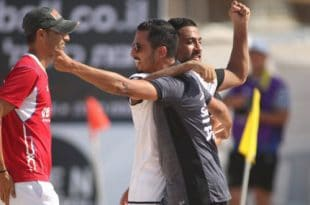 מאמן חדרה דור לוי חוגג את הניצחון, צילום: סטראבו