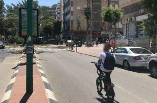 אפניים חשמליים ללא קסדה צילום אור ירוק