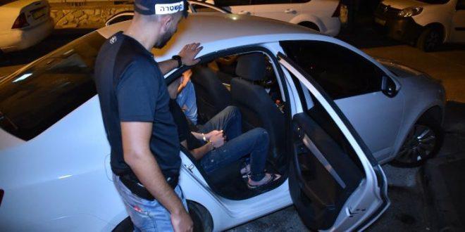 השטרים במהלך המעצרים (צילום דוברות המשטרה)