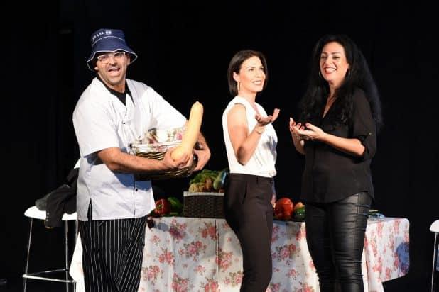 """בהצגה """"מבשלים זוגיות"""" עם יוסי פרץ ארי וגלית צור (צילום: ערן לביא)"""
