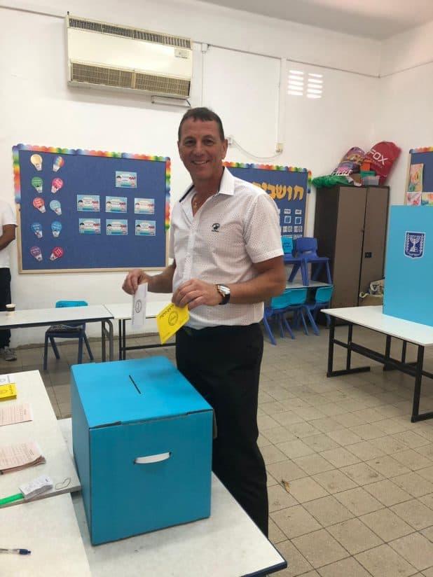 שלומי טל מצביע. צילום: מטה הבחירות
