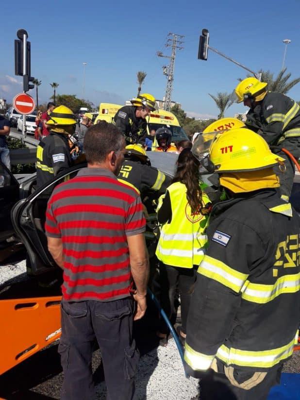 תאונת בצומת עכו מזרח (צילום: כיבוי אש גליל מערבי)