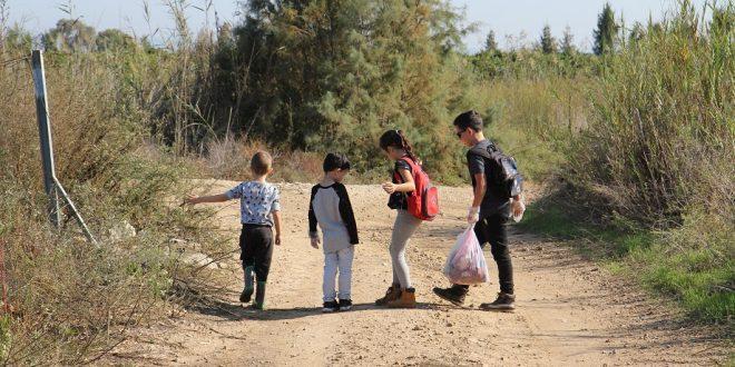 ילדים בטיול משפחות באזור ביצת זיתא. צילום: קרן אידלזון