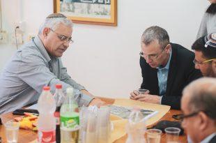 לוי ולוין שוקדים על על תכניות התיירות (צילום עצמי)
