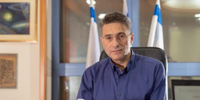 משה קונינסקי בלשכה צילום אלכס הובר