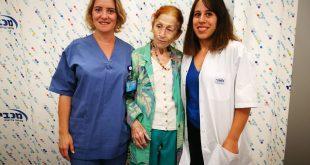 ברלי והצוות הרפואי (צילום: מכבי שירותי בריאות)