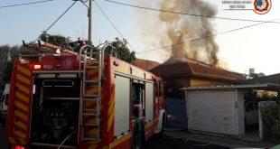 השריפה בבית ברחוב ירושלים בחדרה. צילום: תחנת כיבוי חדרה