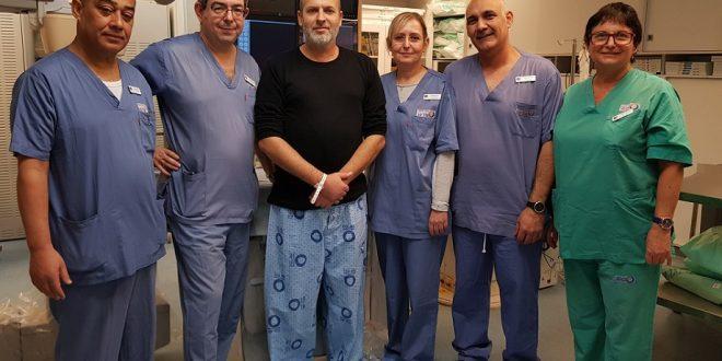 הצוות שביצע את הצנתור, יאיר מילרמן שלישי משמאל. צילום: המרכז הרפואי הלל יפה