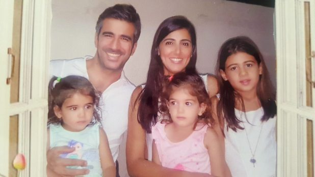 משפחה מאושרת. רונן אושרת והבנות