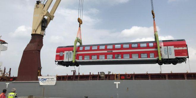פריקת קרונות בחיפה צילום דוברות רכבת ישראל (1)