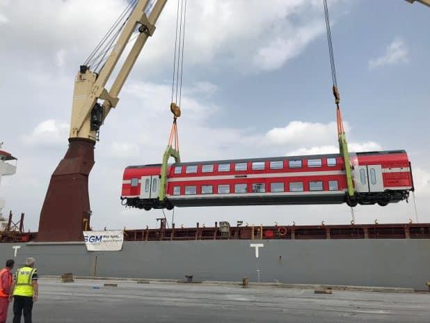 פריקת קרונות בחיפה צילום דוברות רכבת ישראל