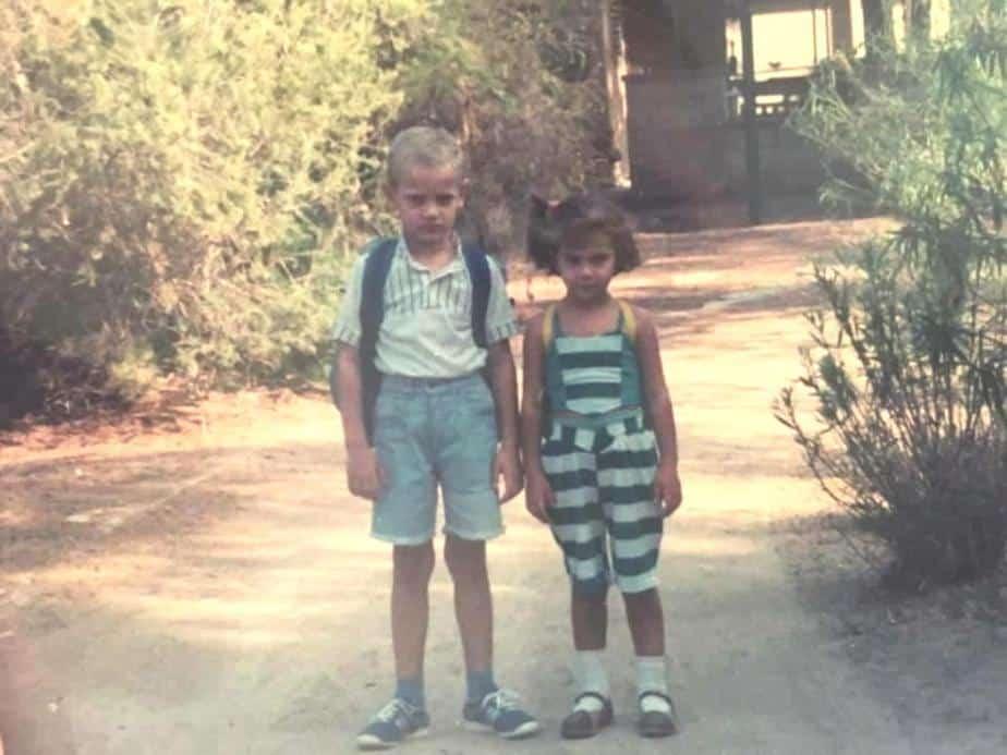 עם אחותו דינה, חצי שנה אחרי העלייה לישראל | צילום: עצמי
