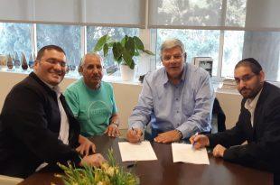גבריאל סרוסי (משמאל) עם צביקה גנדלמן ומלכי אלבז