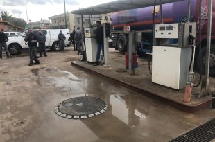 הפשיטה על תחנת הדלק (צילום דוברות השמטרה)
