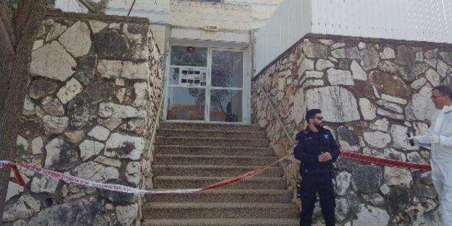 הבניין בו התגורר הנרצח, בקומה הראשונה | צילום: עליזה רוזן-הברמן