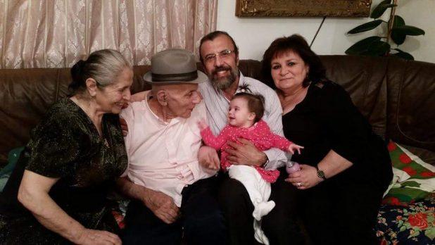 סולומון לבייב עם האשה אירנה , ההורים והבת הבכורה צילום פרטי