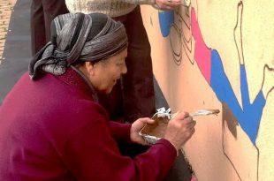 צובעים את קיר המתנ'ס