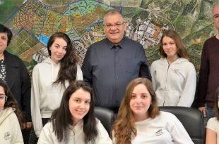 התלמידות בלשכת ראש העיר (צילום עצמי)