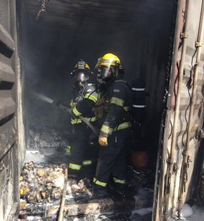 שריפה במחסן של העירייה בנהריה (תמונה: דוברות כב״ה)