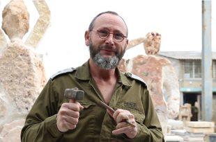 האמן חן וינקלר, צילום מירב מלחי