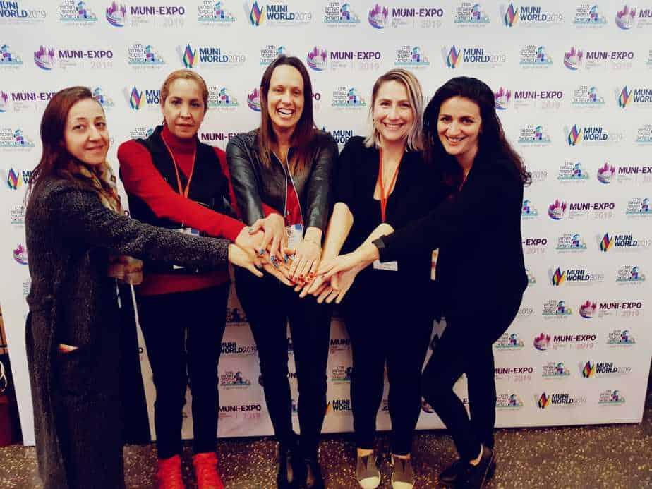 ריספקט! מימין: דורית גלעם אבן חן, אולה קוזלוב פרץ, הדר מרום ושתי נשים נוספות מהמרכז בטקס קבלת פרס השלטון המקומי 2018 צילום: פרטי