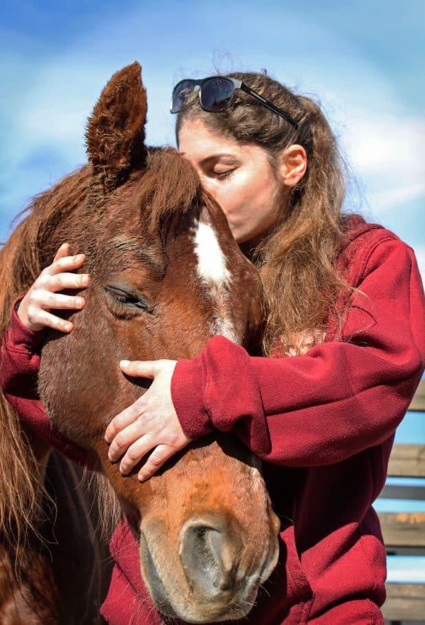 קשר עמוק. בחוות הסוסים במנות | צילום: רותי כמכאגי