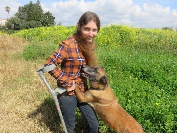 ממשיכה הלאה. לי וגסנברג עם הכלבה ג'יפסי | צילום: ליאת אבוחצירה בן דרור