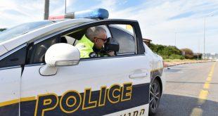 """שוטר עם ממל""""ז. צילום: דוברות המשטרה"""